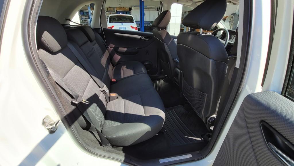 2011-Mercedes-Benz-B200
