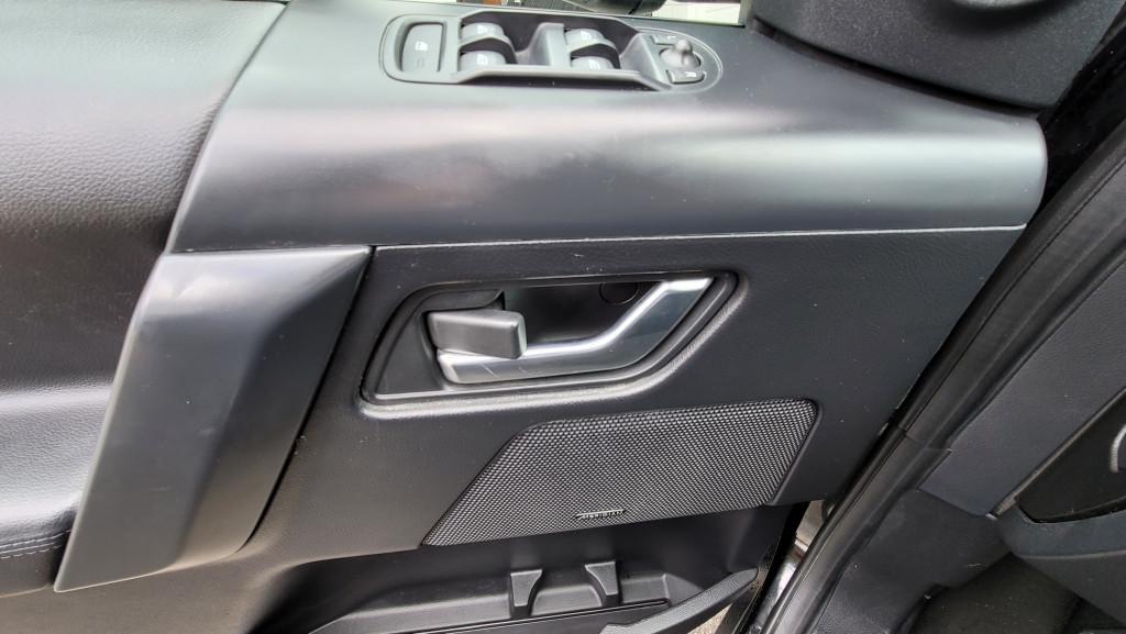 2013-Land Rover-LR2