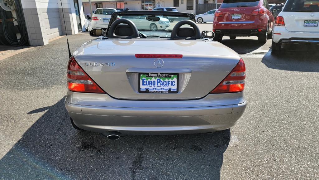 2004-Mercedes-Benz-SLK-Class