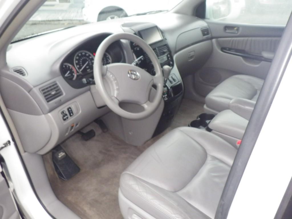 2005-Toyota-Sienna