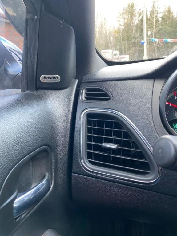 2011-Chrysler-200
