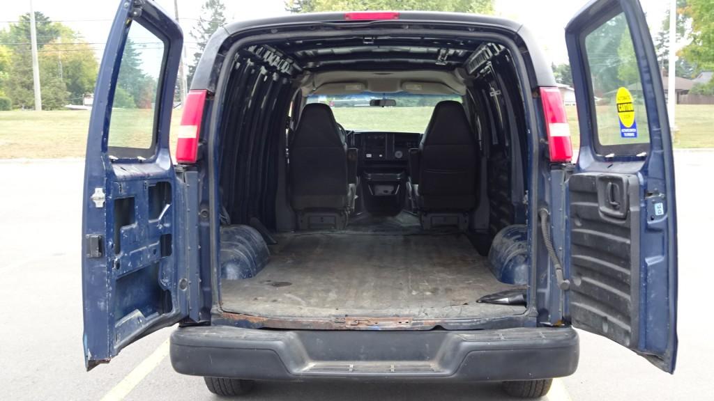 2004-GMC-Savana Cargo Van