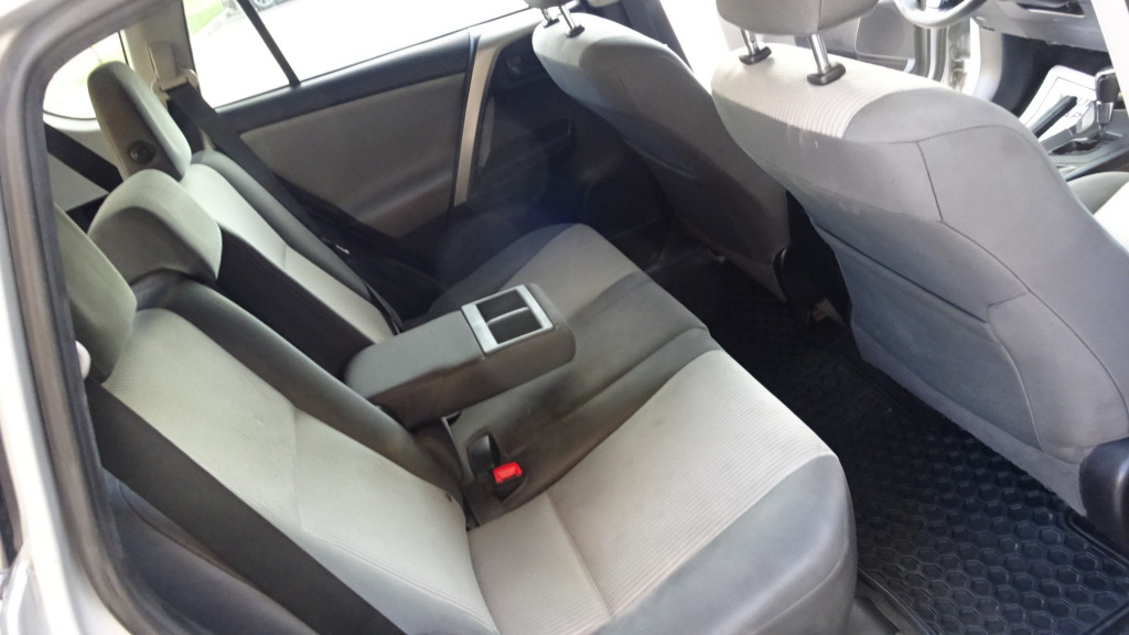 2014-Toyota-RAV4