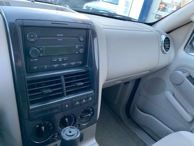 2006-Ford-Explorer