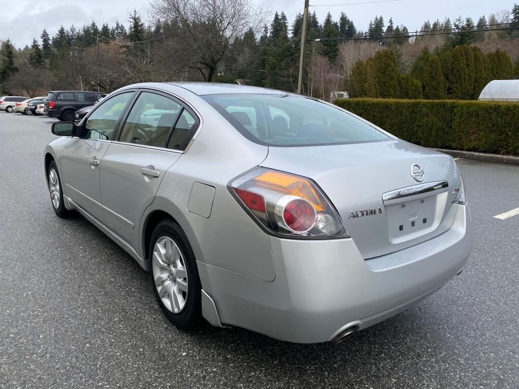 2009-Nissan-Altima