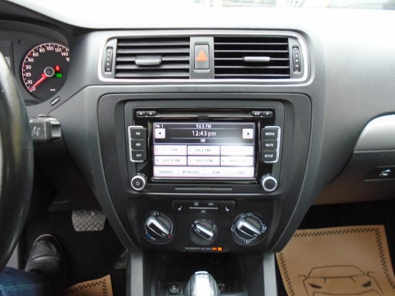 2011-Volkswagen-Jetta Sedan