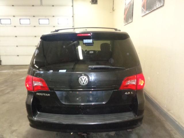 2009-Volkswagen-Routan