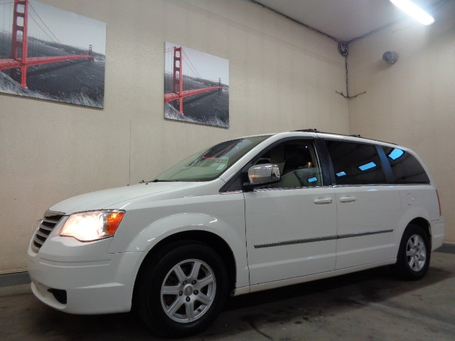 2010-Chrysler-Town & Country