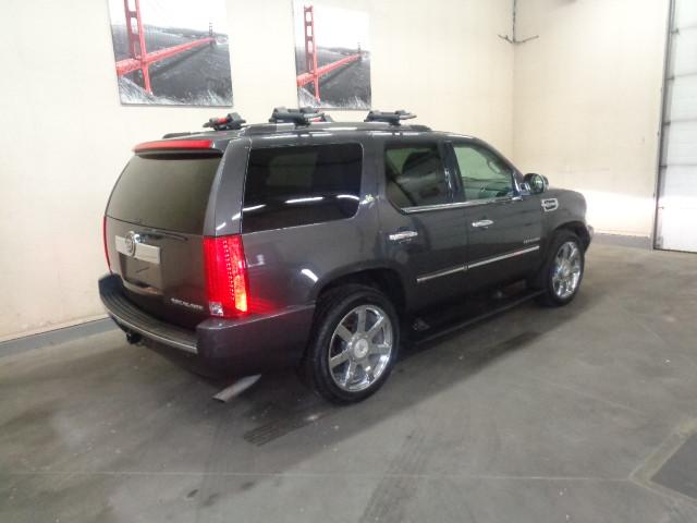 2010-Cadillac-Escalade