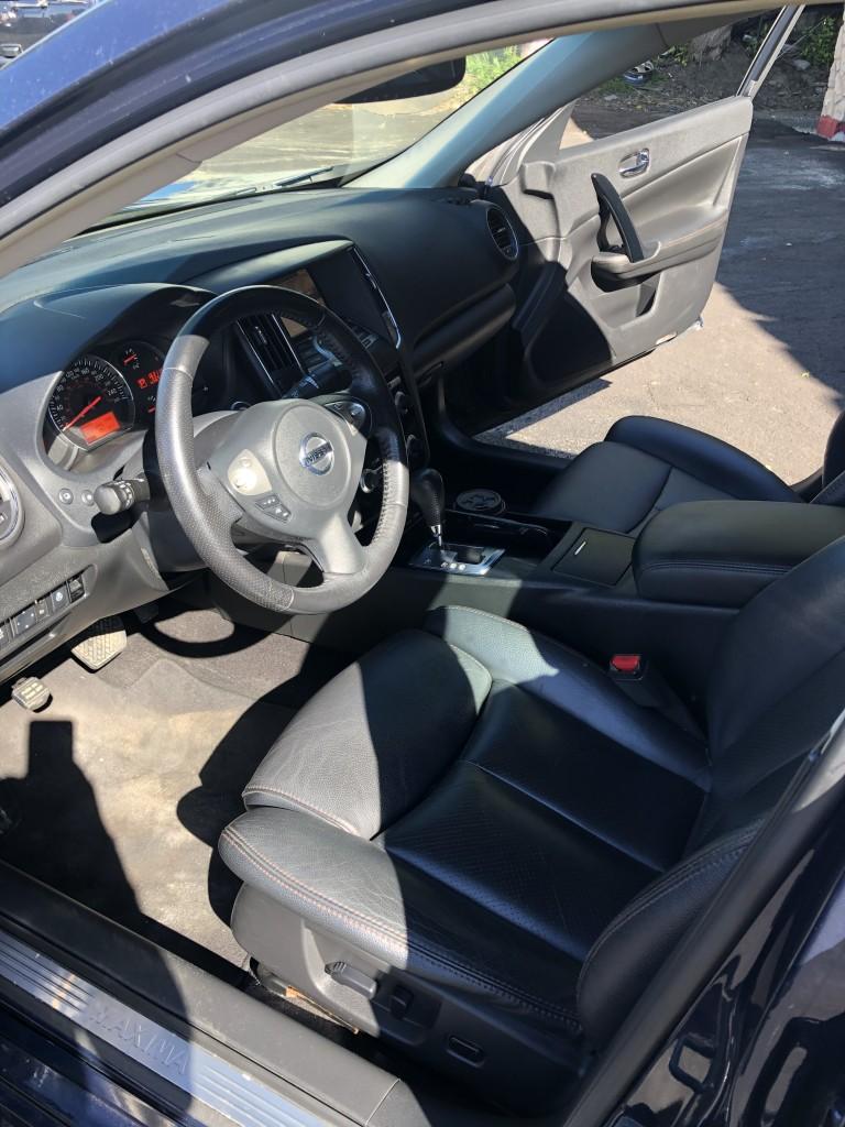 2011-Nissan-Maxima