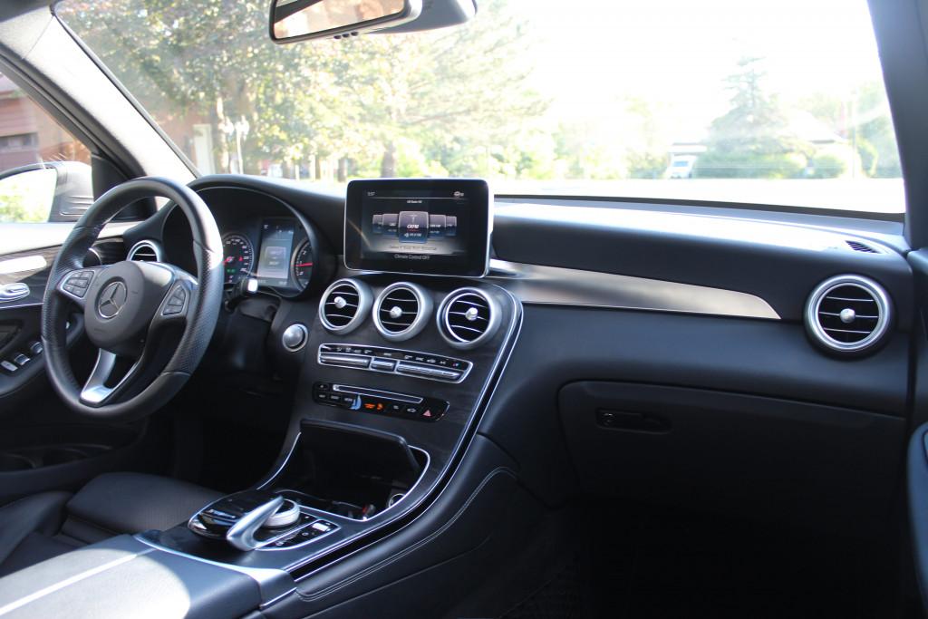 2016-Mercedes-Benz-GLC300 4MATIC