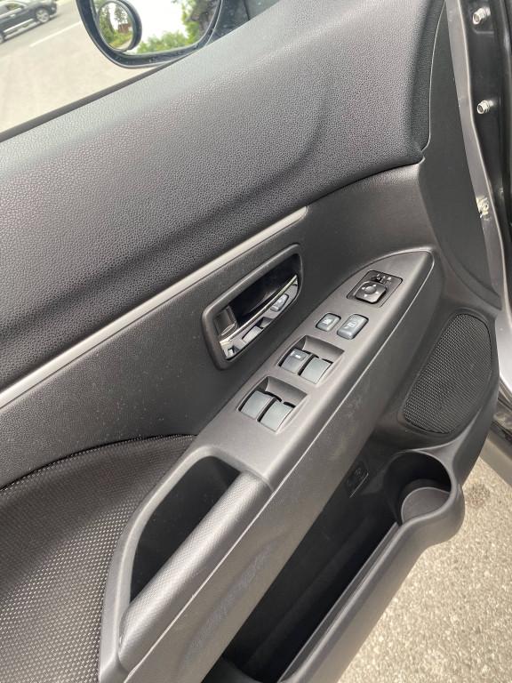 2012-Mitsubishi-RVR