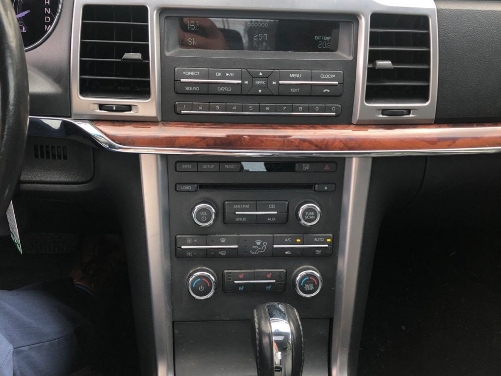 2011-Lincoln-MKZ
