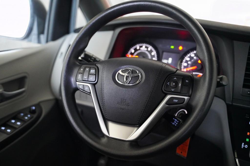 2017-Toyota-Sienna