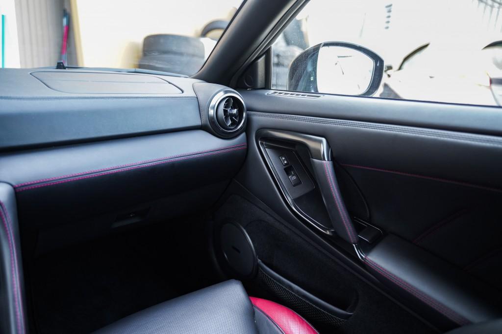 2017-Nissan-GT-R