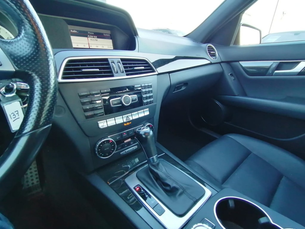 2013-Mercedes-Benz-C300