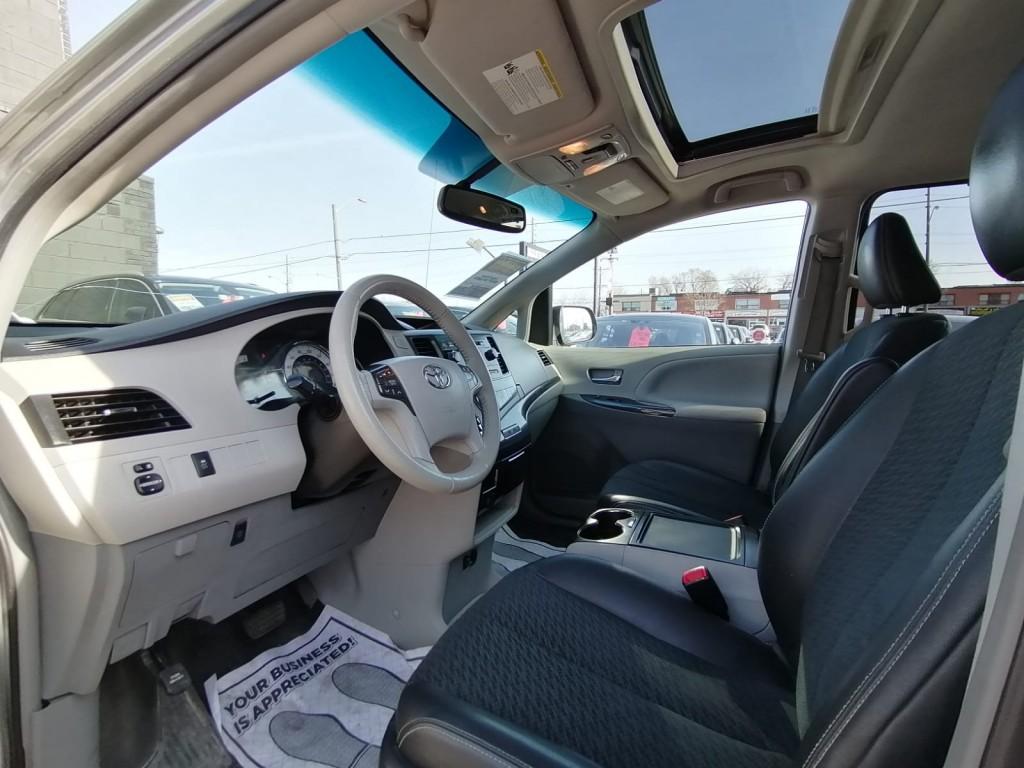 2014-Toyota-Sienna