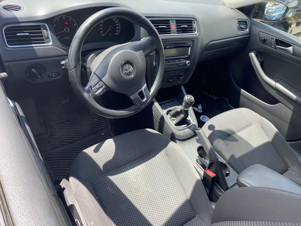 2013-Volkswagen-Jetta
