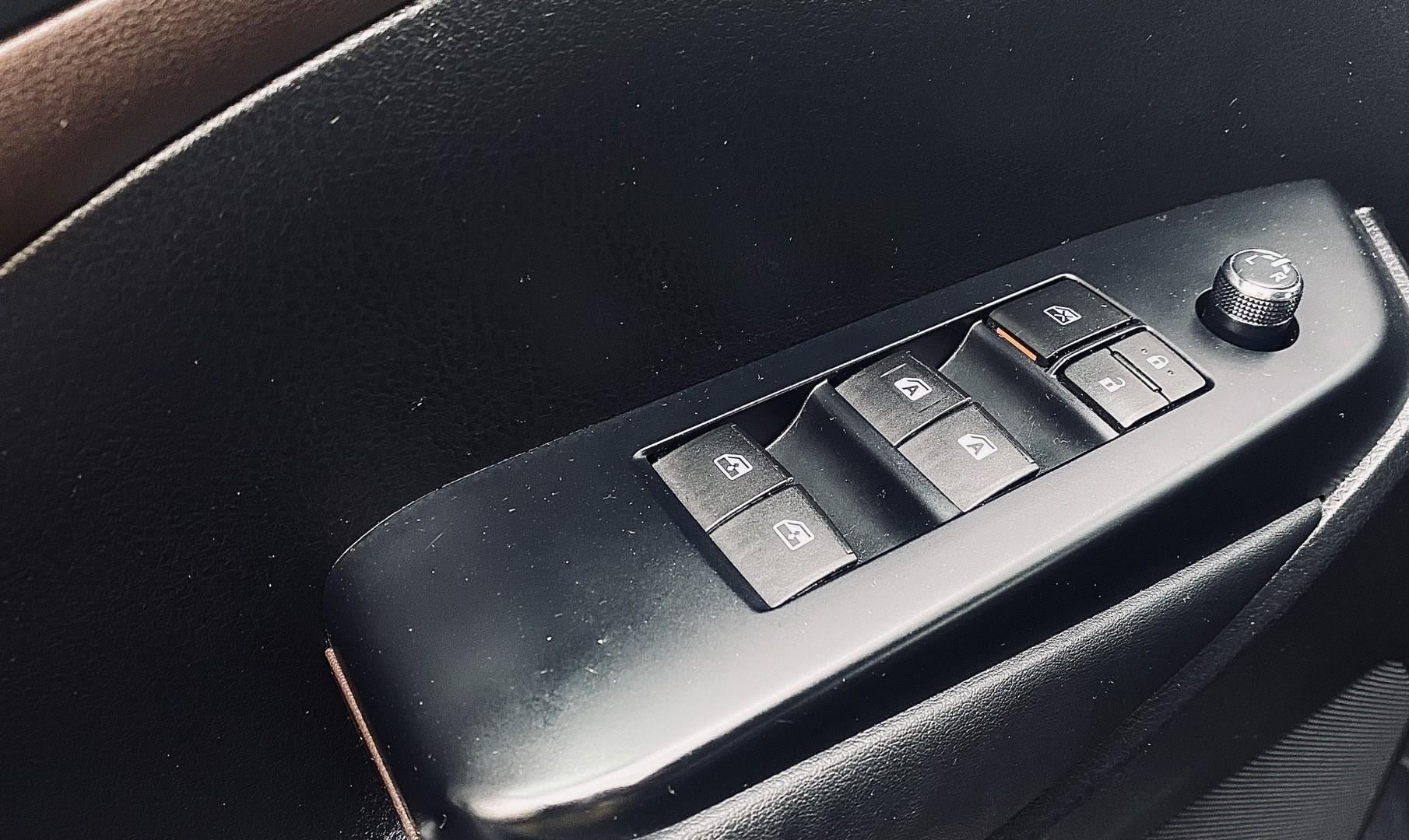 2015-Toyota-Highlander Hybrid