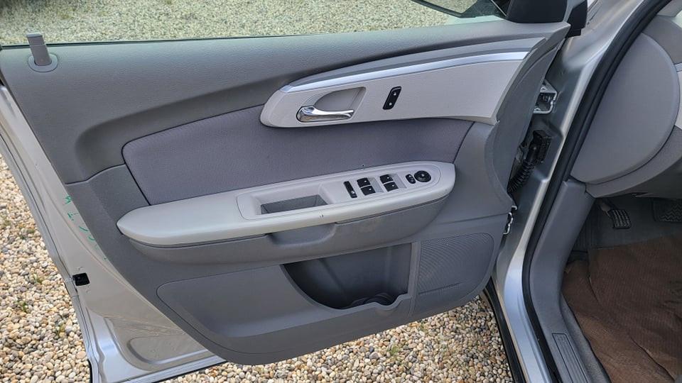 2011-Chevrolet-Traverse