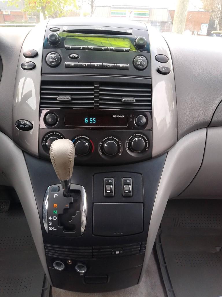 2009-Toyota-Sienna