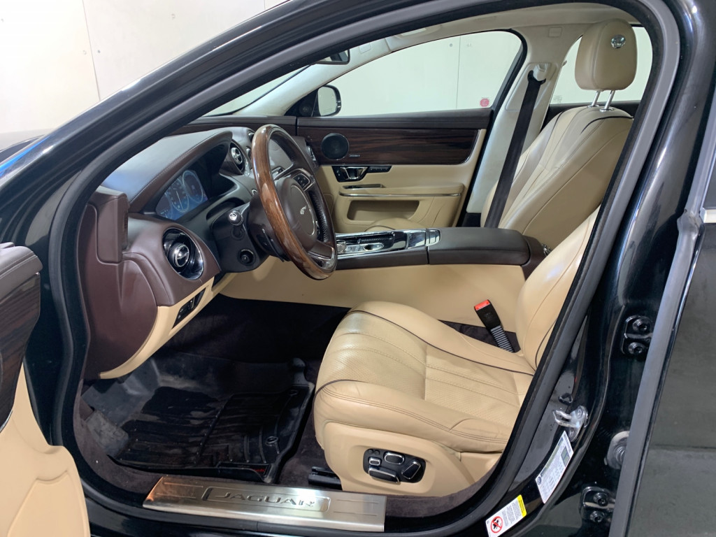 2015-Jaguar-XJ