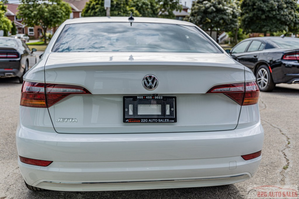 2019-Volkswagen-Jetta