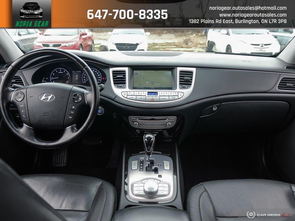 2013-Hyundai-Genesis Sedan
