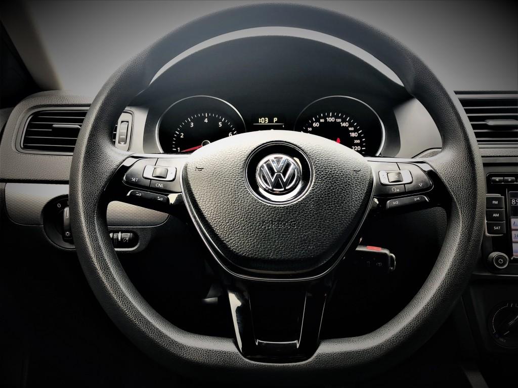 2015-Volkswagen-Jetta Sedan