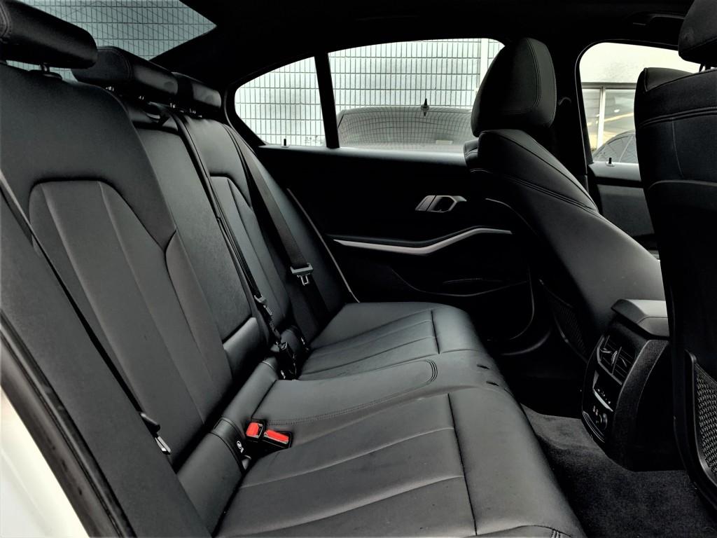 2020-BMW-3 Series