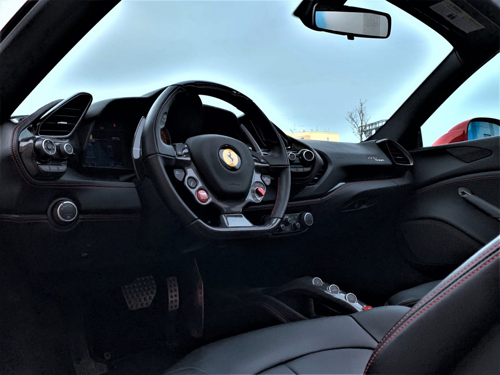 2018-Ferrari-488 Spider