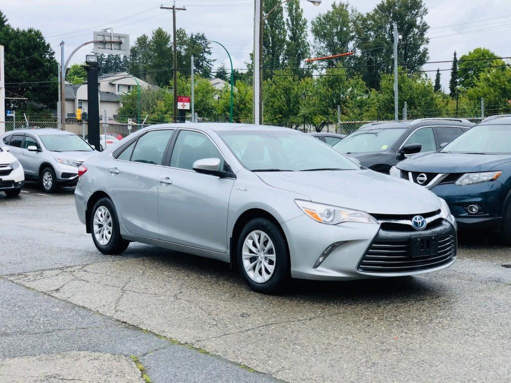 2017-Toyota-Camry Hybrid