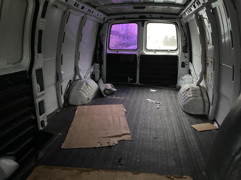 2002-GMC-Savana Cargo Van