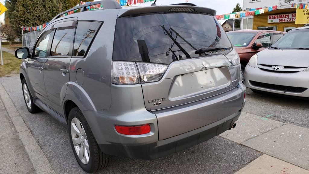 2013-Mitsubishi-Outlander