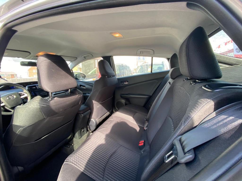 2016-Toyota-Prius