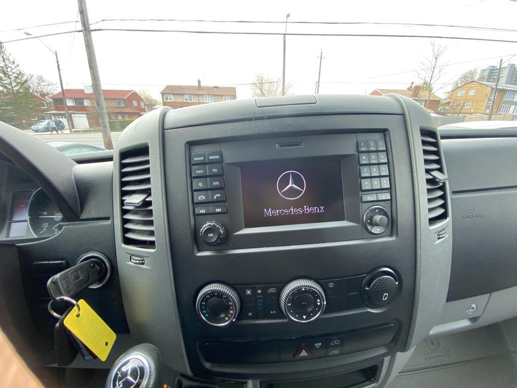 2015-Mercedes-Benz-Sprinter