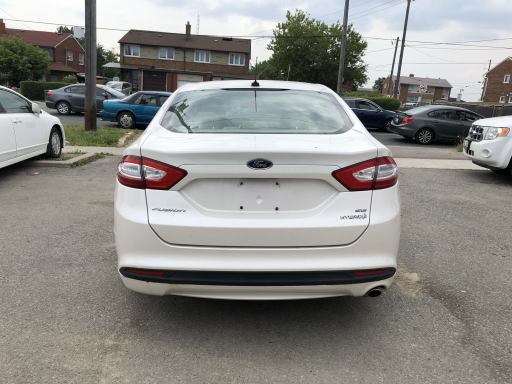 2013-Ford-Fusion Hybrid