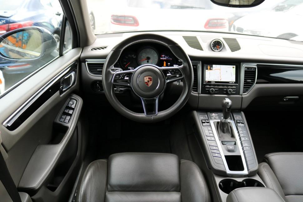 2015-Porsche-Macan