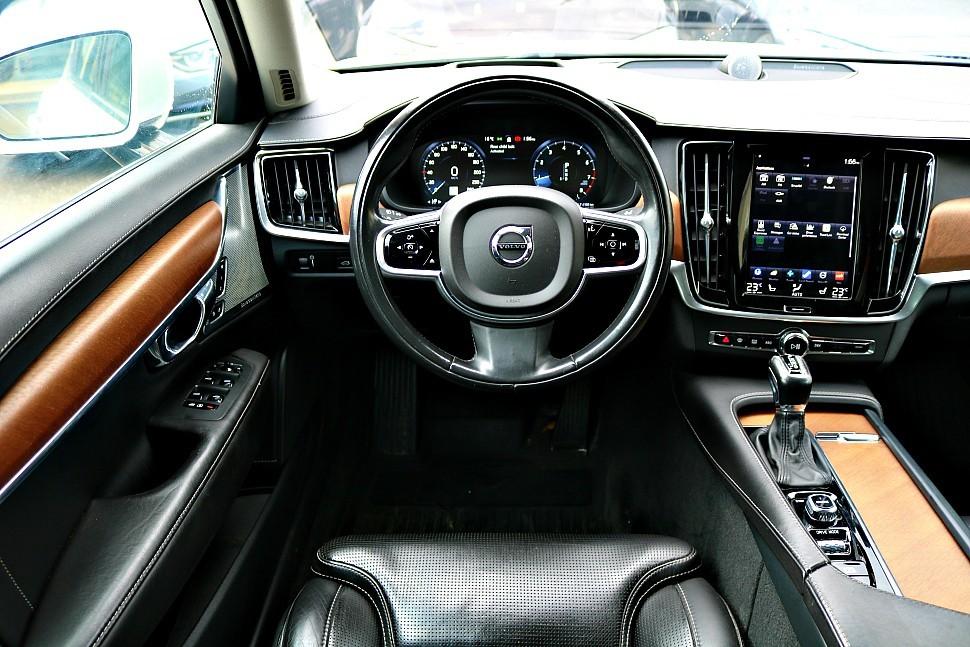 2017-Volvo-S90