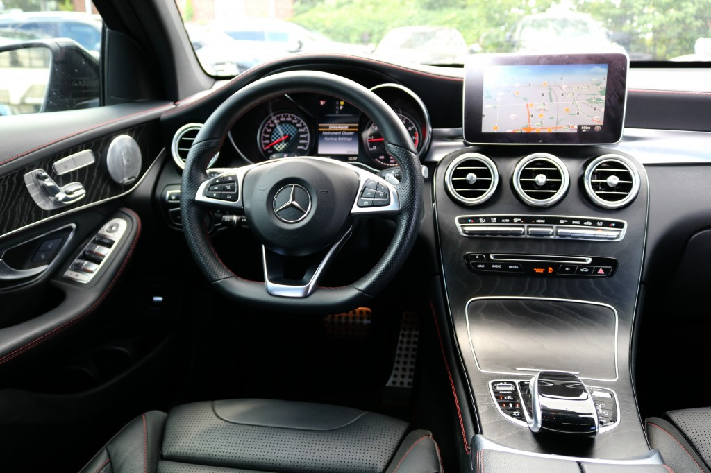 2017-Mercedes-Benz-GLC43 AMG