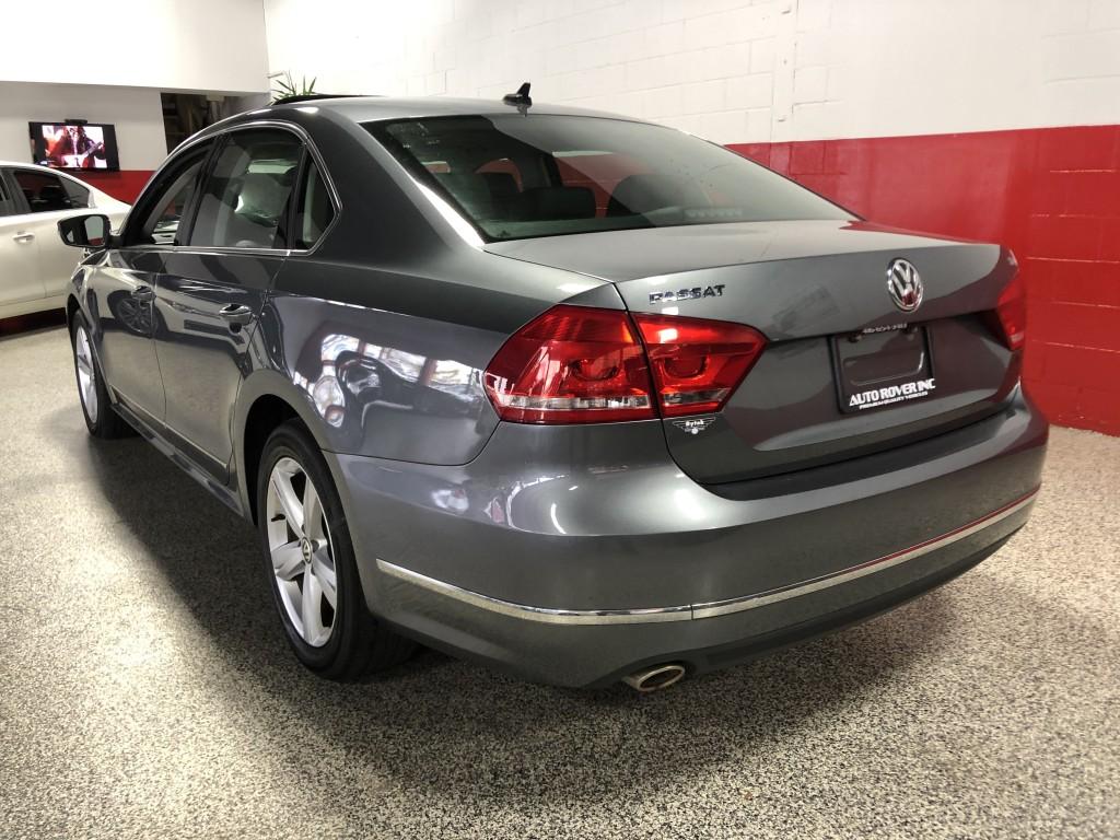 2013-Volkswagen-Passat