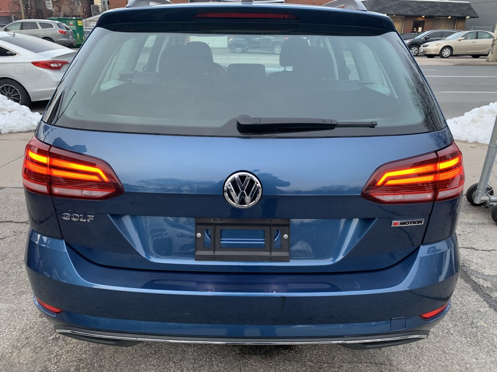 2019-Volkswagen-Golf SportWagen