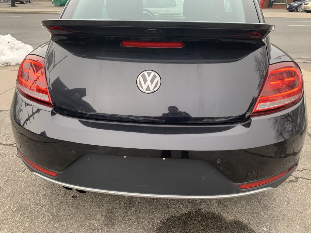 2017-Volkswagen-Beetle