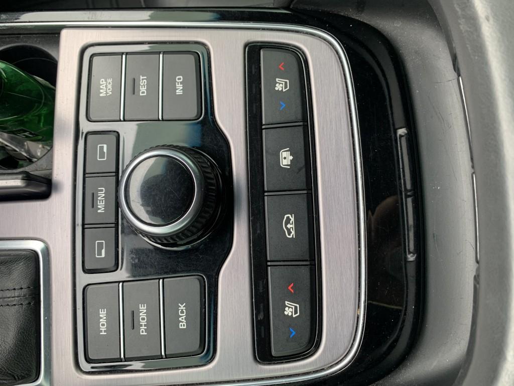2015-Hyundai-Equus