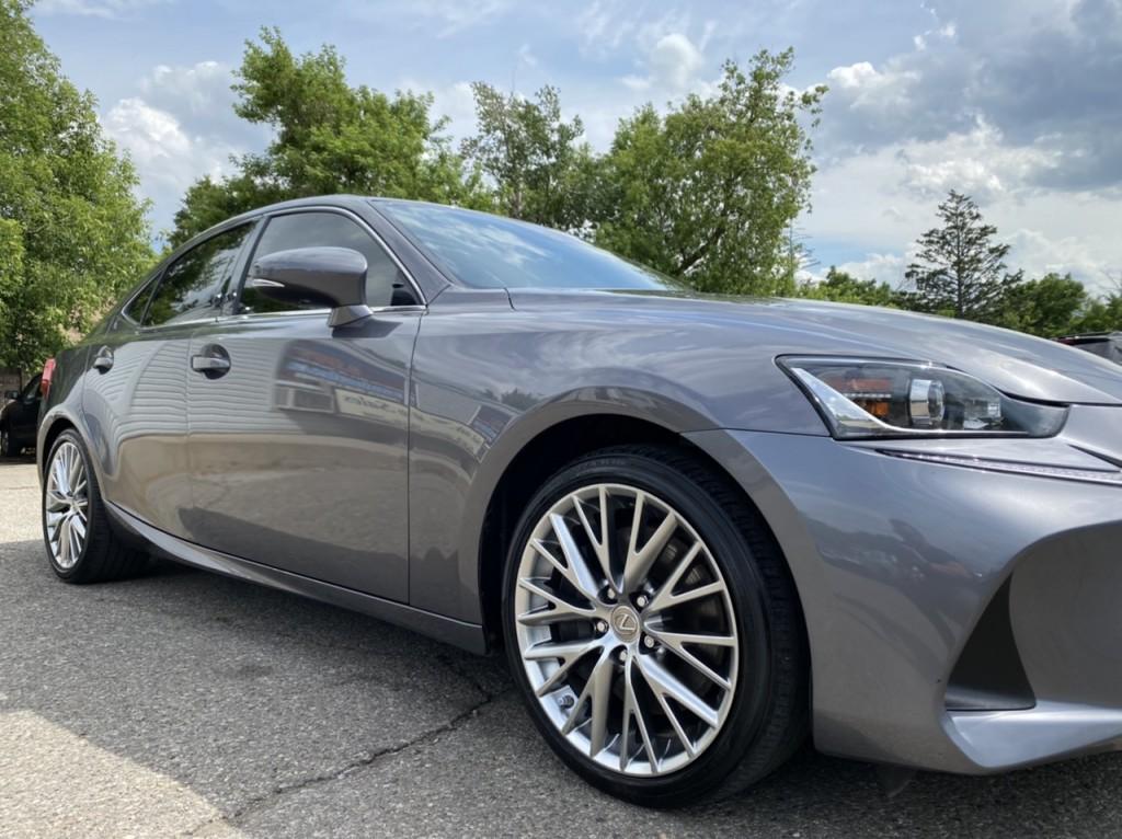 2017-Lexus-IS 300