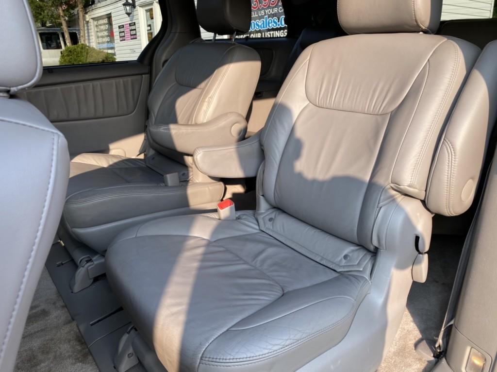 2010-Toyota-Sienna