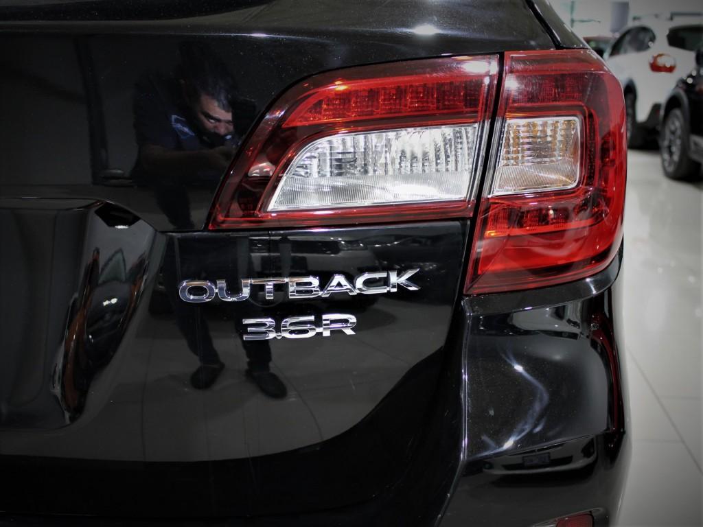 2017-Subaru-Outback