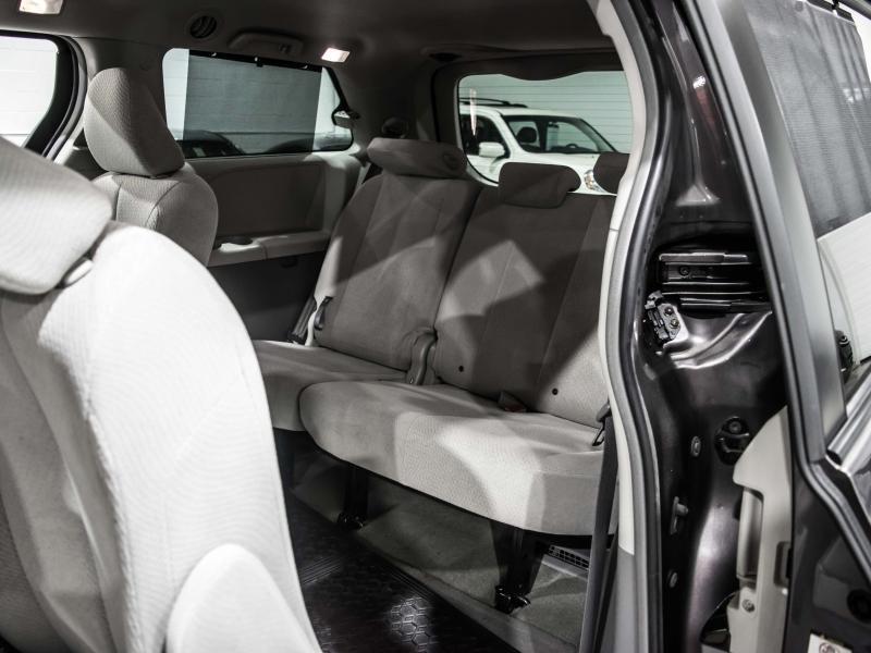 2013-Toyota-Sienna