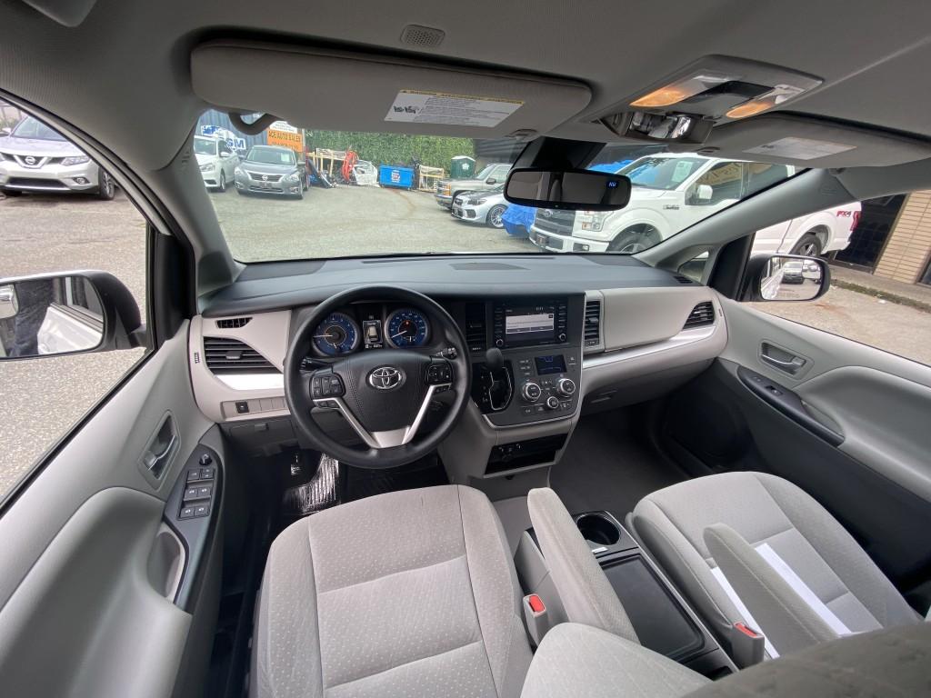 2020-Toyota-Sienna