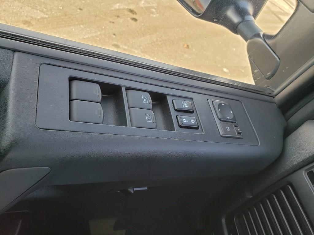 2010-Nissan-Titan